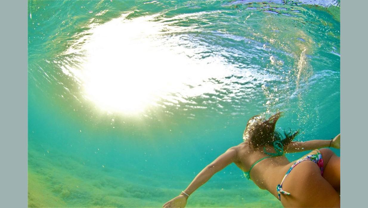 girl diving.jpg